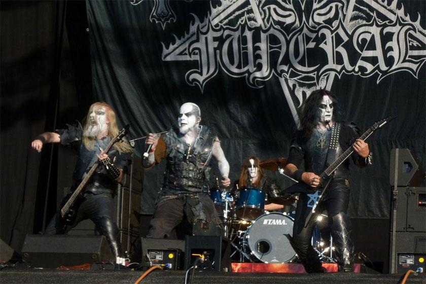 black-metal-live